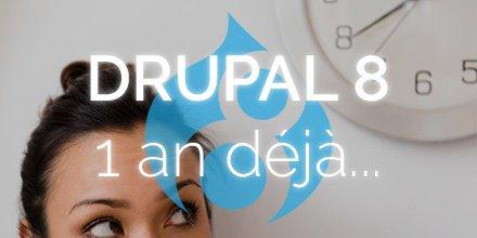 Une femme regarde une horloge. Le logo de Drupal 8 apparaît
